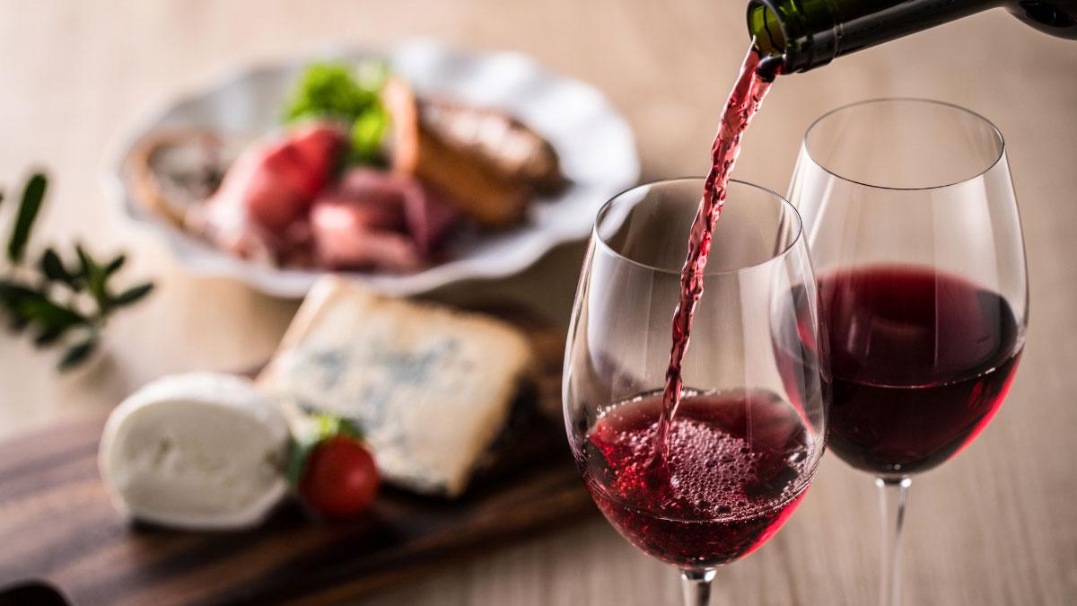 ワインを飲んだらくしゃみが……お酒とアレルギーは関係あるの?